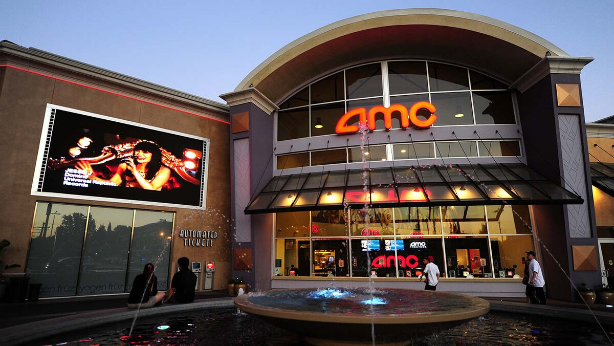 Сети кинотеатров AMC грозит крах из-за решения Warner Bros перенести релиз своих фильмов на HBO Max