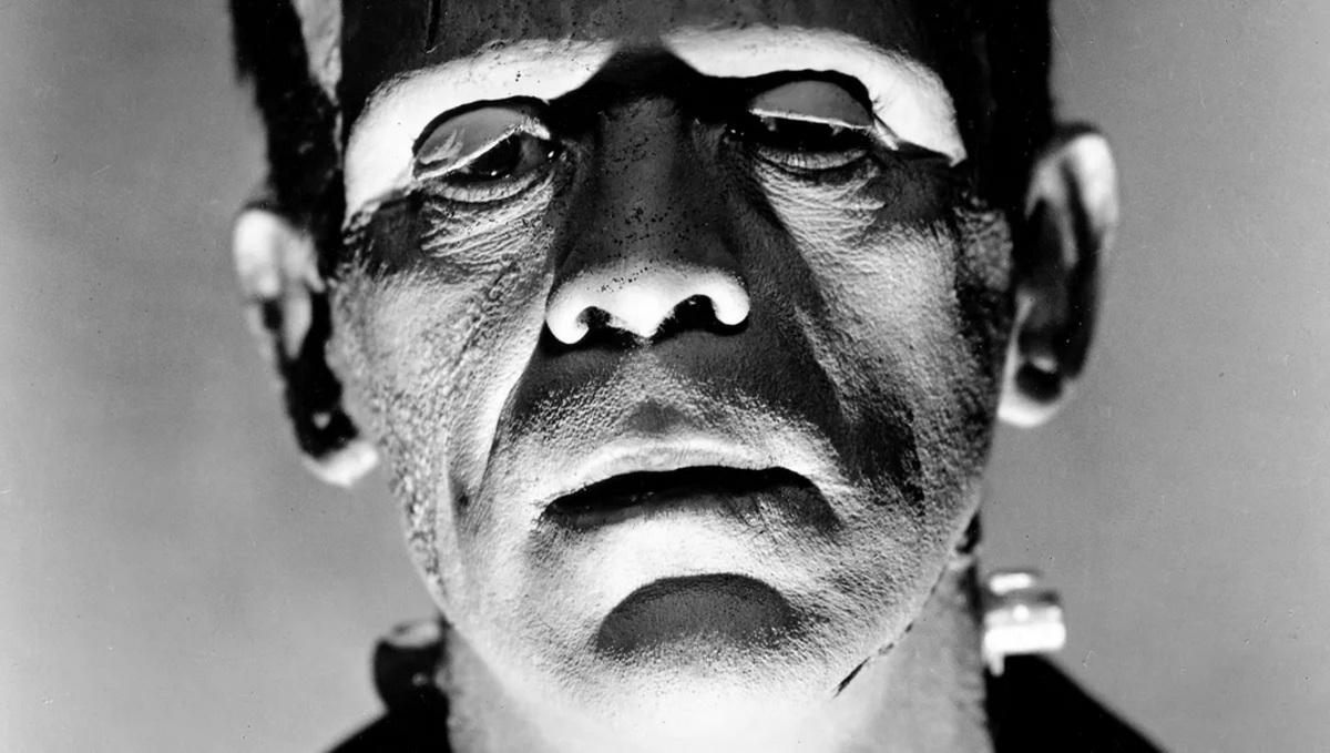 Даг Джонс считает, что «Темная вселенная» Universal не дала Гильермо дель Торо снять «великолепную» версию «Франкенштейна»