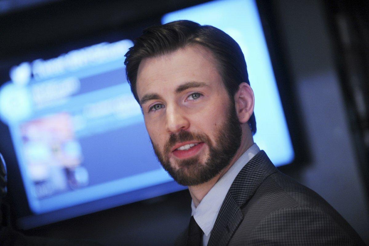 Крис Эванс и режиссеры «Мстителей: Финал» воссоединятся в новом фильме Netflix «Серый человек»