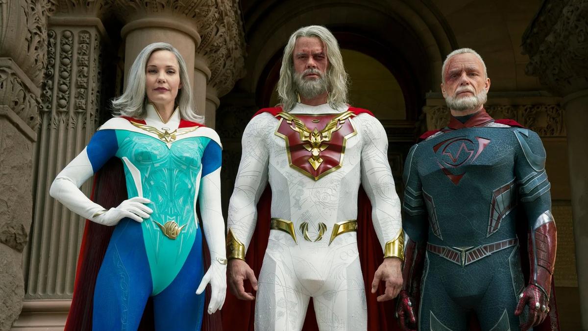 Netflix выпустил персональные постеры героев «Наследия Юпитера»