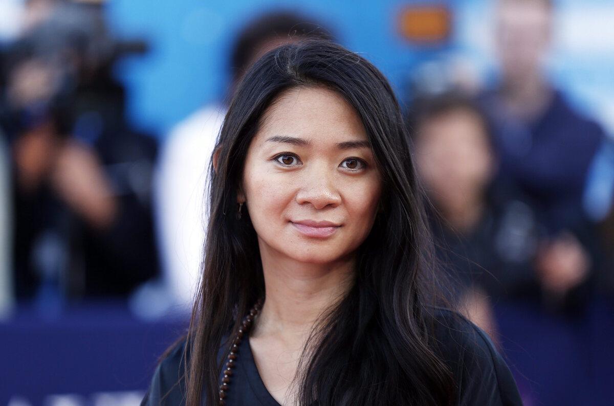 На постере «Вечных» Хлоя Чжао дважды упомянута в качестве автора сценария — ошибка ли это?