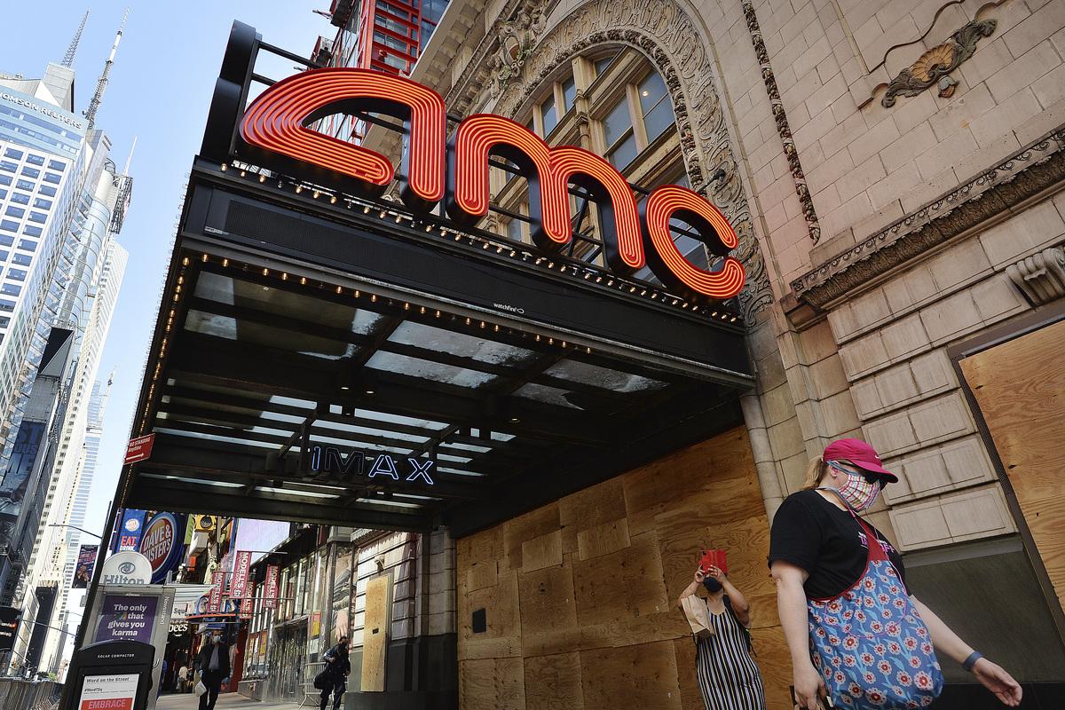 Нью-йоркские кинотеатры возобновят работу в марте спустя год простоя