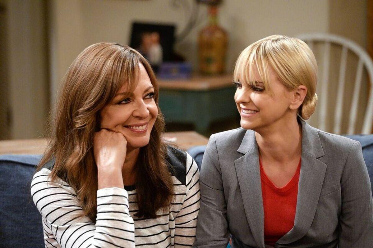 Впервые без Анны Фэрис: Эллисон Дженни показала видео со съемок 8 сезона «Мамаши»