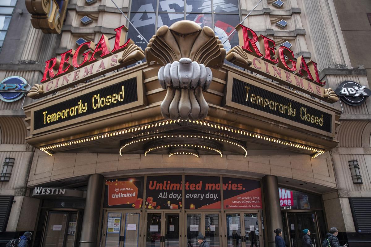 Сеть кинотеатров Regal планирует вернуться к работе в день премьеры «Годзиллы против Конга»
