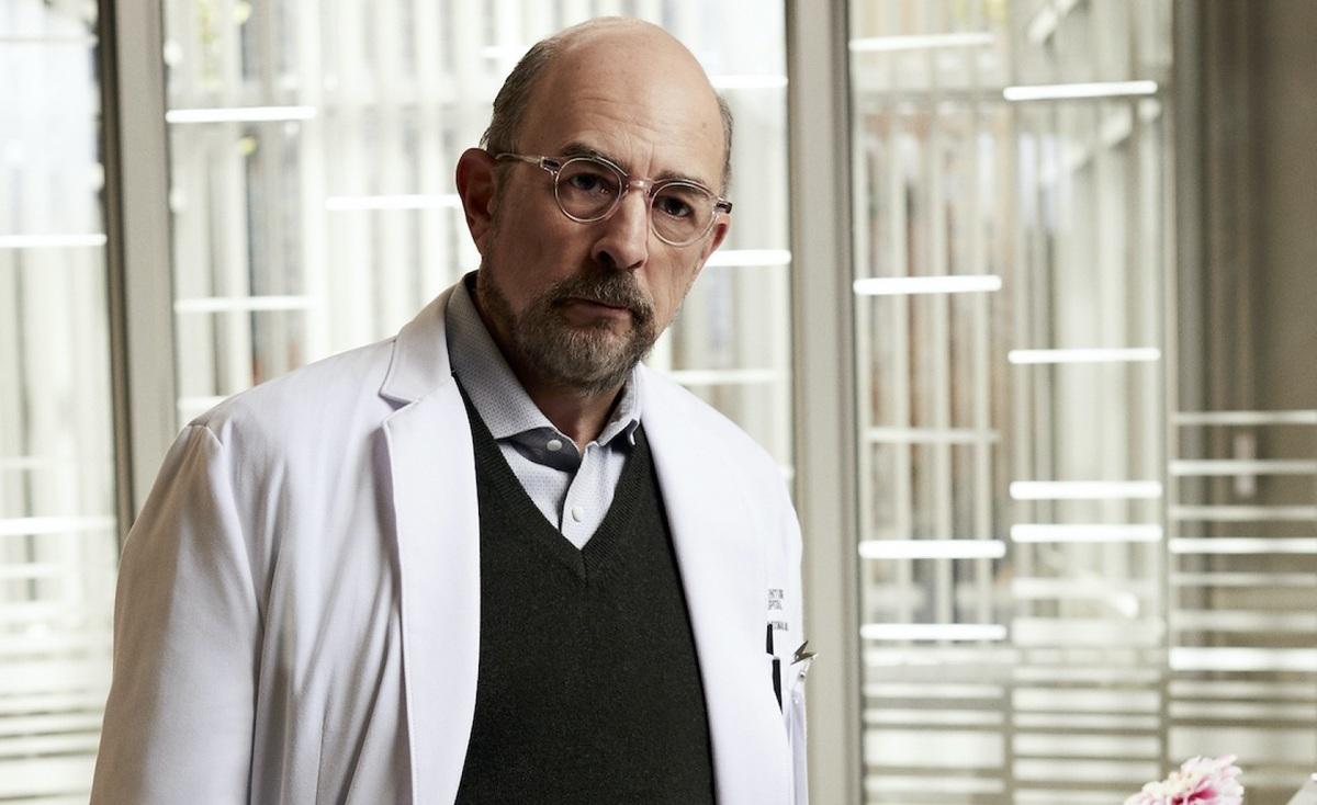 Звезда «Хорошего доктора» Ричард Шифф госпитализирован с COVID-19, но производство сериала продолжается