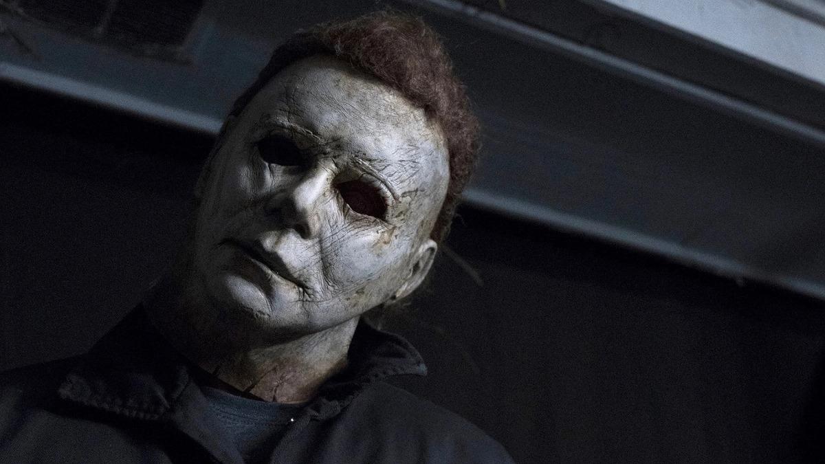 В сети появился новый устрашающий кадр из предстоящего слэшера «Хэллоуин убивает»