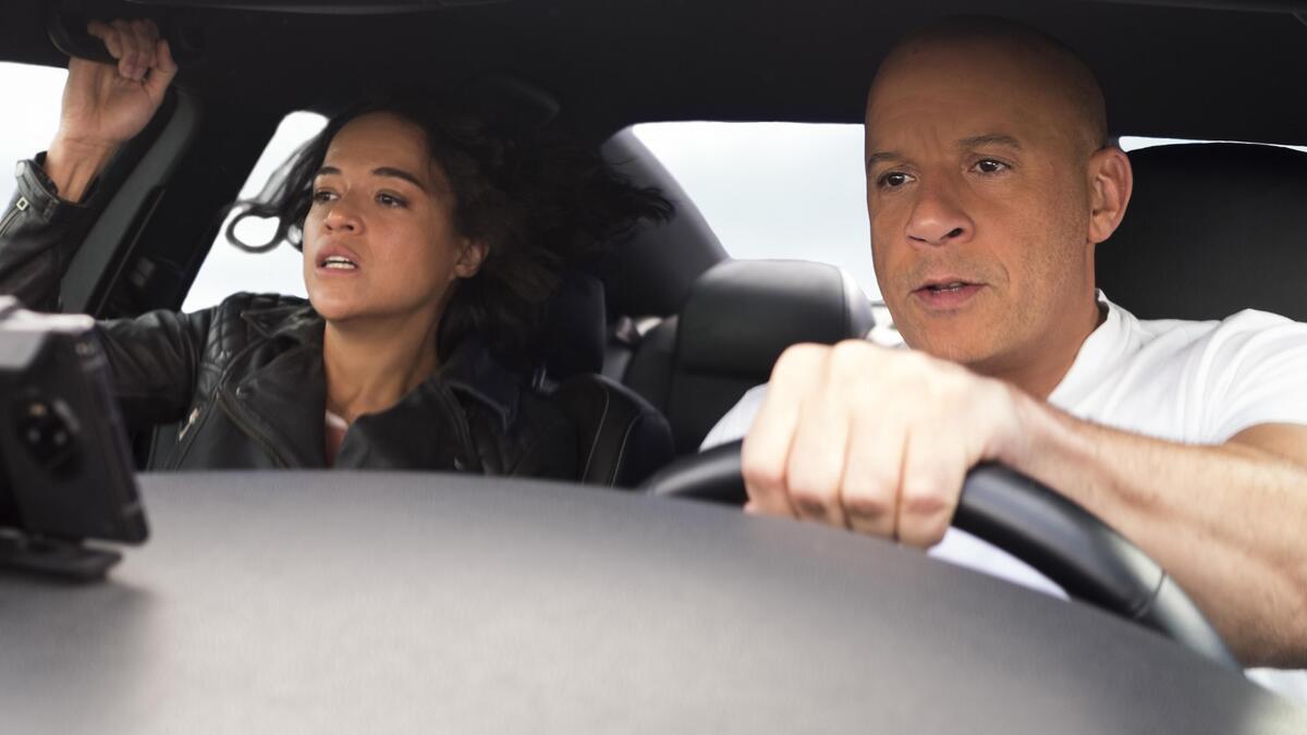 Вин Дизель и Мишель Родригес прыгают на машине через пропасть в новом фрагменте из «Форсажа 9»