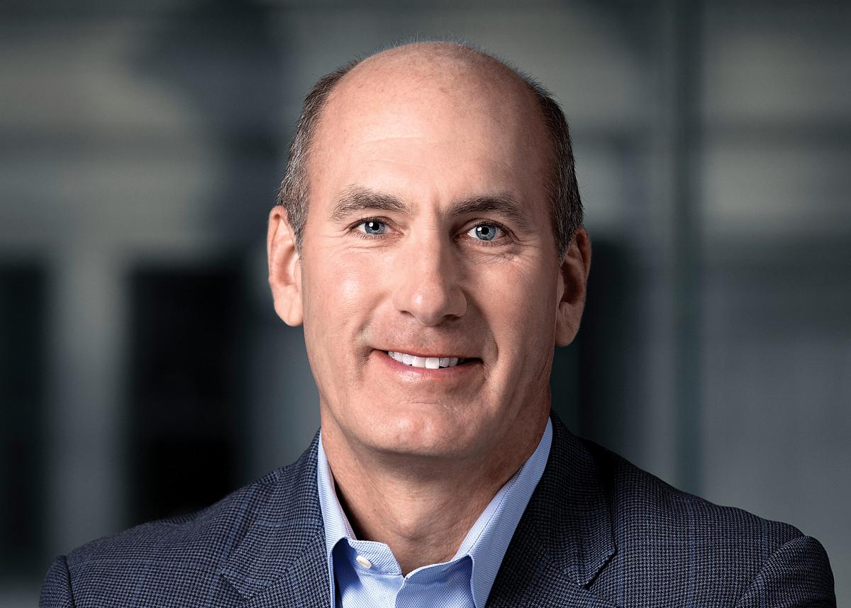 Босс AT&T Джон Стэнки вновь высказался в защиту гибридной модели кинорелизов