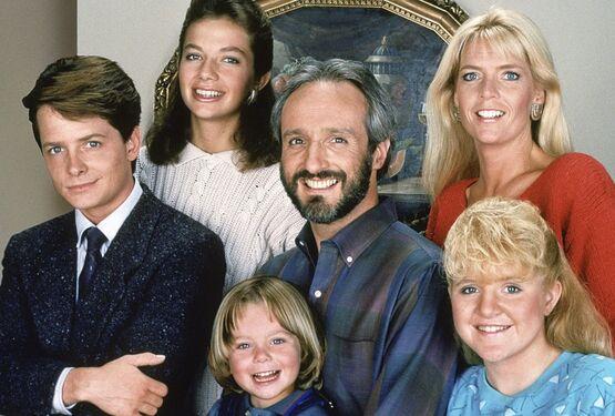 Актерский состав ситкома «Семейные узы» воссоединится, чтобы вспомнить о съемках в шоу
