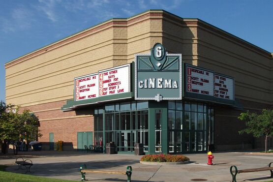 Эксперты: кинотеатры в США могли оставаться закрытыми до середины 2021