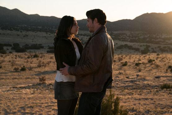Шоураннер «Розуэлл, Нью-Мексико» покинул сериал в преддверии 3 сезона